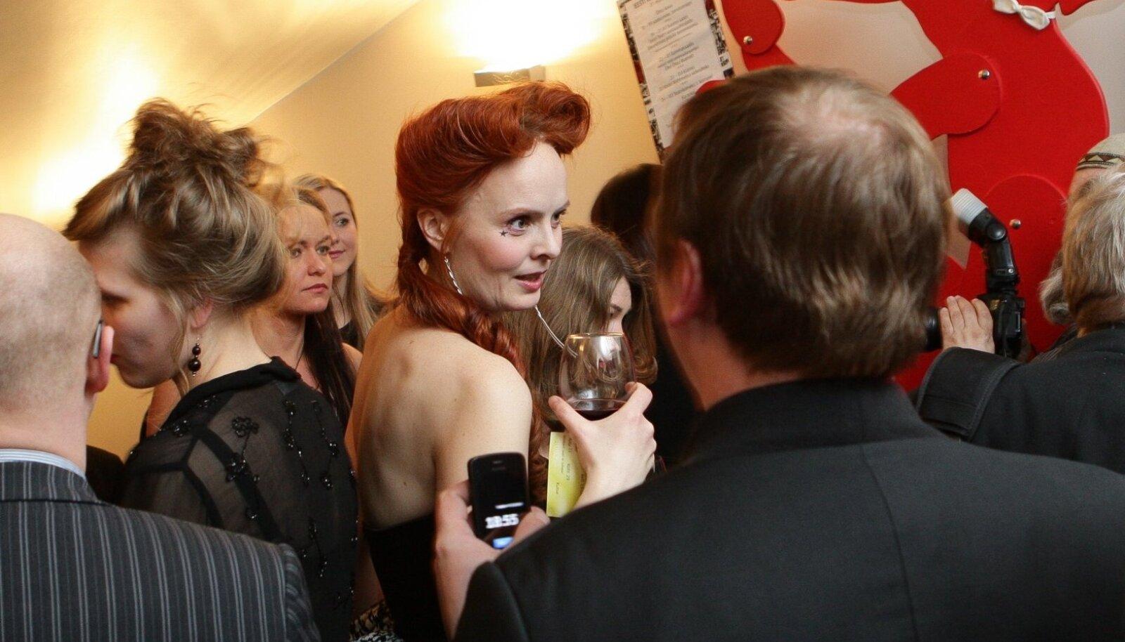 """Naiskõrvaosa üks nominente on Harriet Toompere draamateatrist Marfa Jegorovna Babakina rolli eest """"Ivanovis""""."""