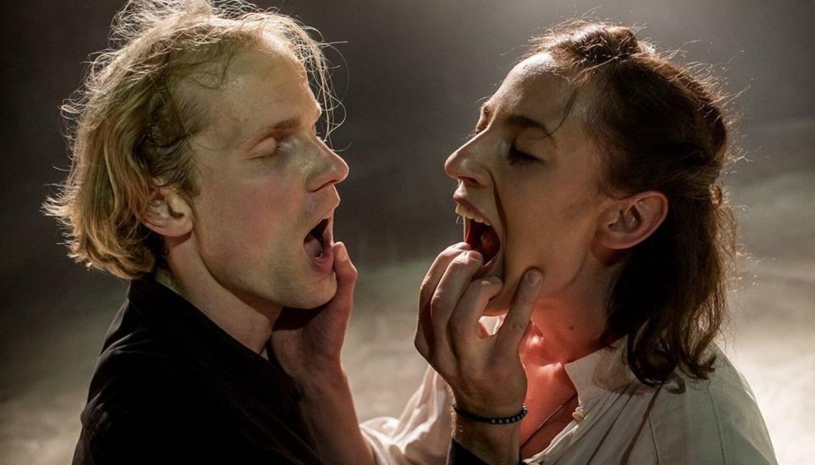 Margus (Kristo Viiding) ja Tiina (Kristiina-Hortensia Port) avastavad vaba hinge võlusid.