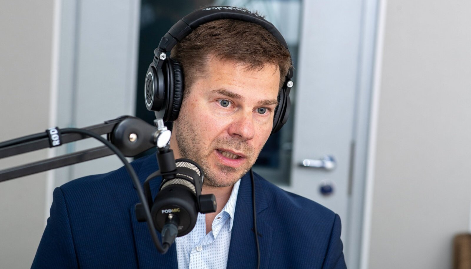 """Kristian Jaani """"Erisaate"""" stuudios"""