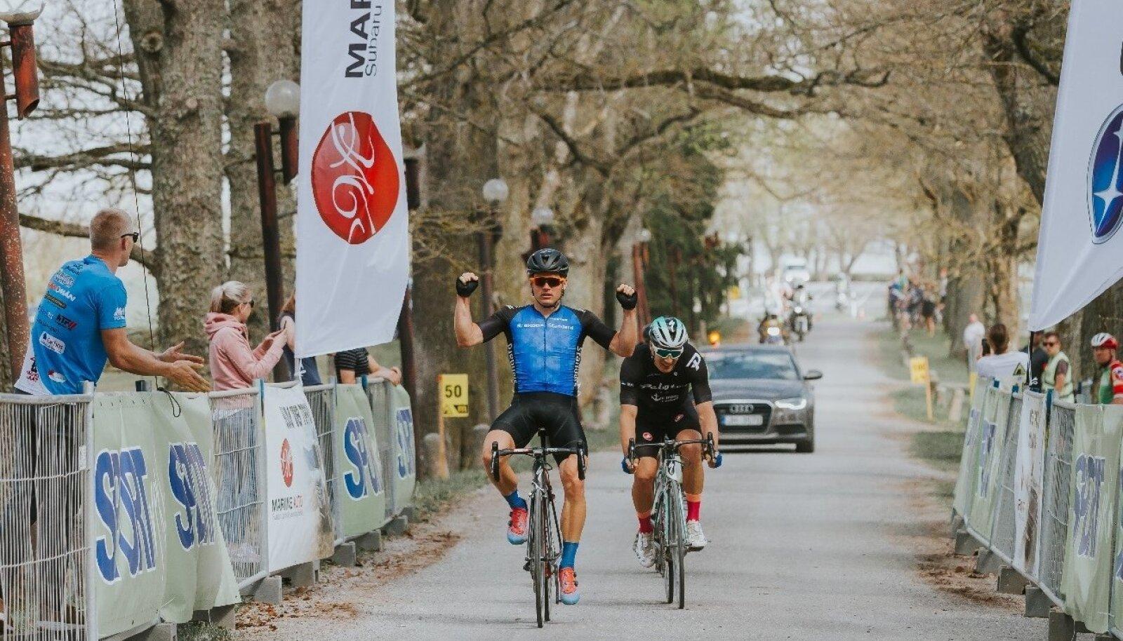 Martin Laas võitjana finišis