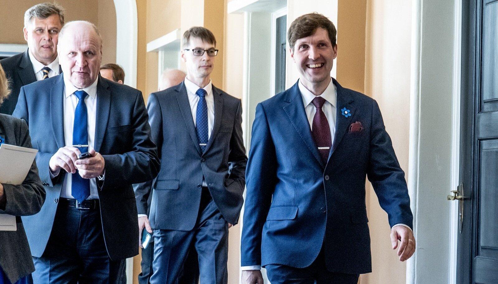 Mart ja Martin Helme (esiplaanil) 29. aprillil Ratase valitsuse ametivande andmise päeval riigikogus