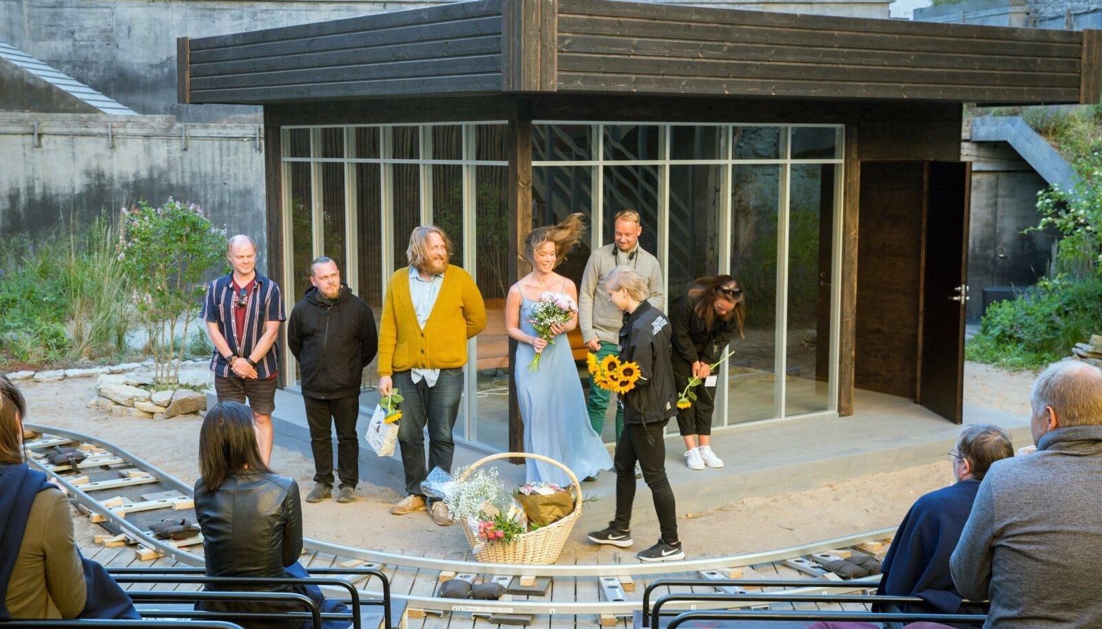 """Tallinna Linnateatri """"Inimese hääle"""" esietendus lavaaugus"""