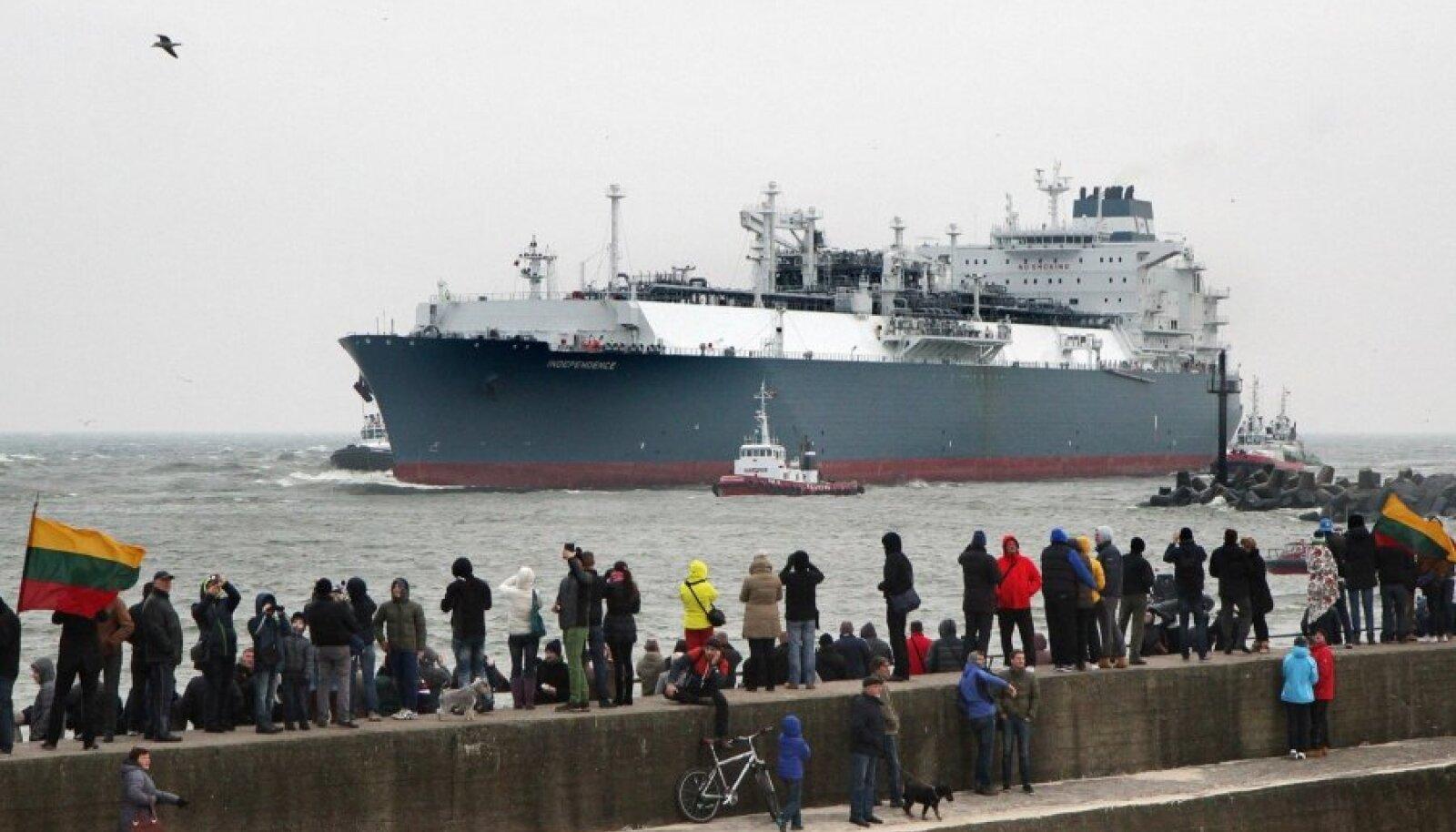 Klaipėdasse saabub Leedu LNG-terminal, alus Independence. Leedulased tervitasid Vene gaasist sõltumatuse saabumist.