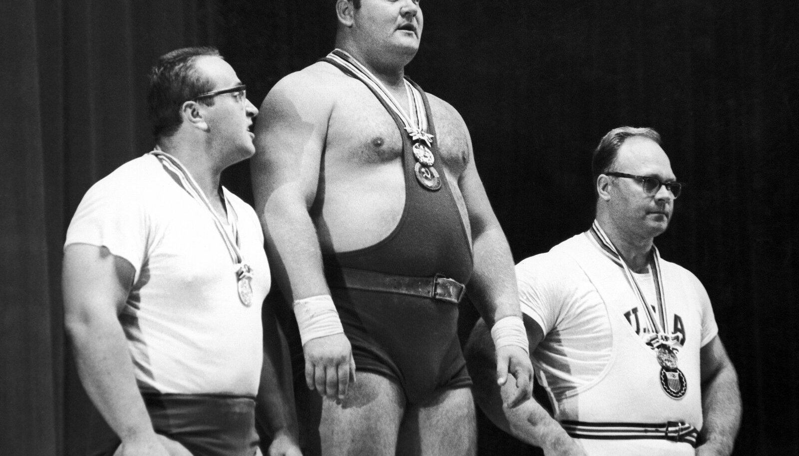 Juri Vlassov (vasakul) Tokyo olümpia hõbemedalimehena