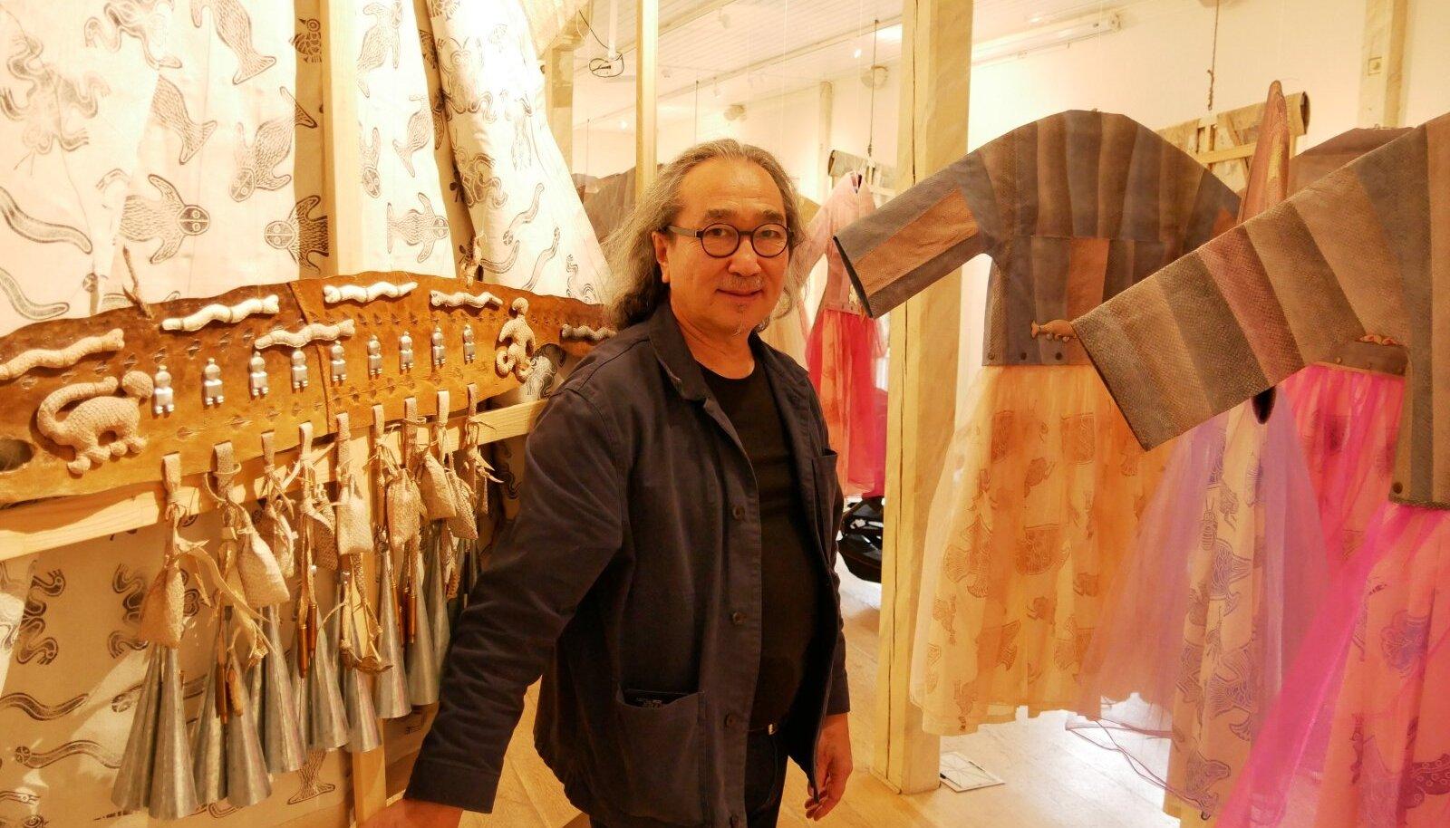 Anatol Donkani näitus pargitud kalanahkadest Viimsi rannarahvamuuseumis
