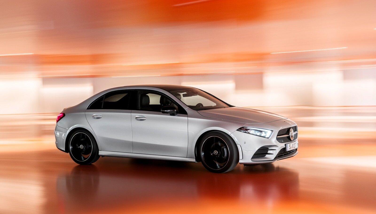 Mercedes-Benzi uuele A-klassi sedaanile on antud kupeelikud jooned ja agressiivne kuju, mis muudavad selle Volkswagen Golfi mõõtu auto vägagi atraktiivseks.