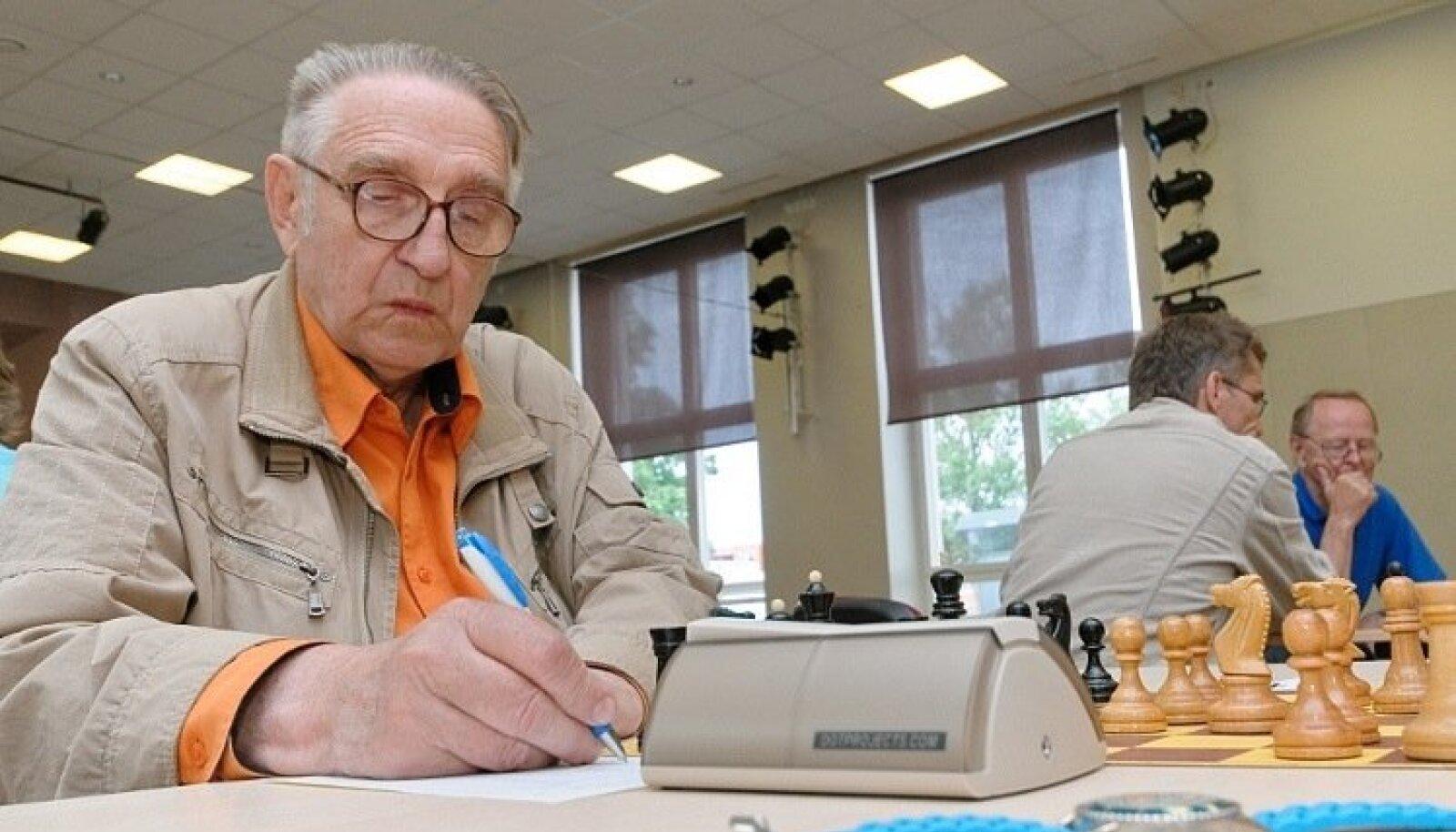 Vello Kiiver (4.05.1937–8.03.2019). Teenekas malepedagoog, Kadrioru maleklubi looja ja selle kauaaegne juht.