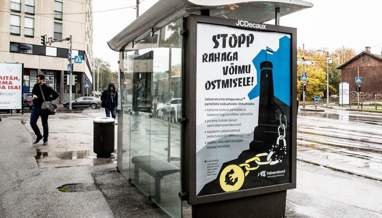 Vabaerakonna plakatid bussipeatustes