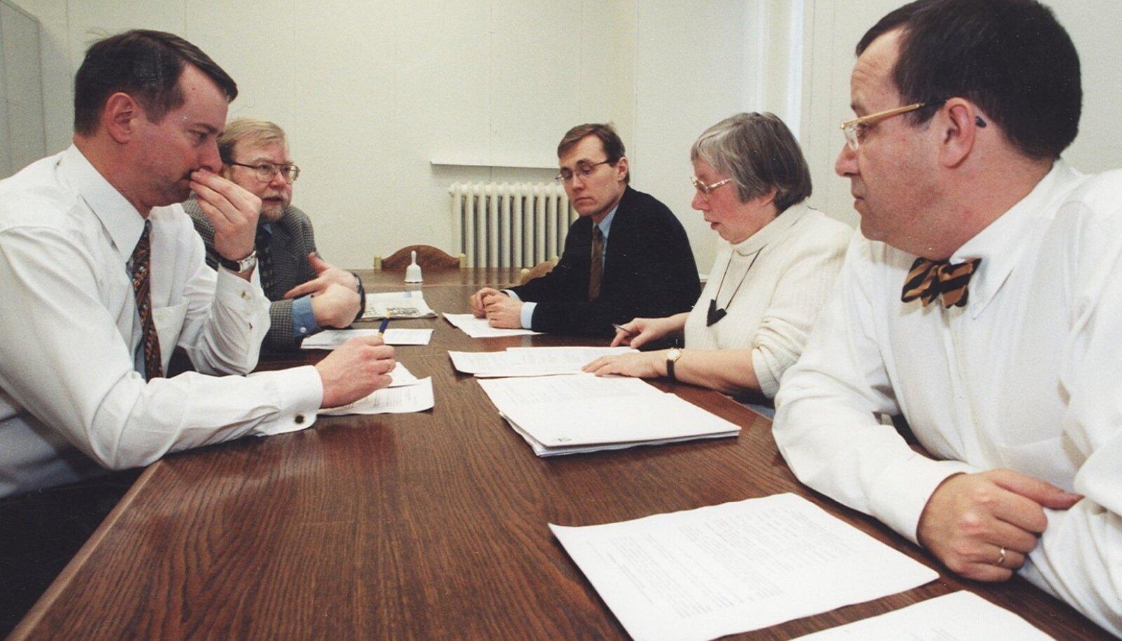 VALITSUS 1999: Reformierakond, Isamaaliit ja Mõõdukad koalitsioonileppe üle arutamas.