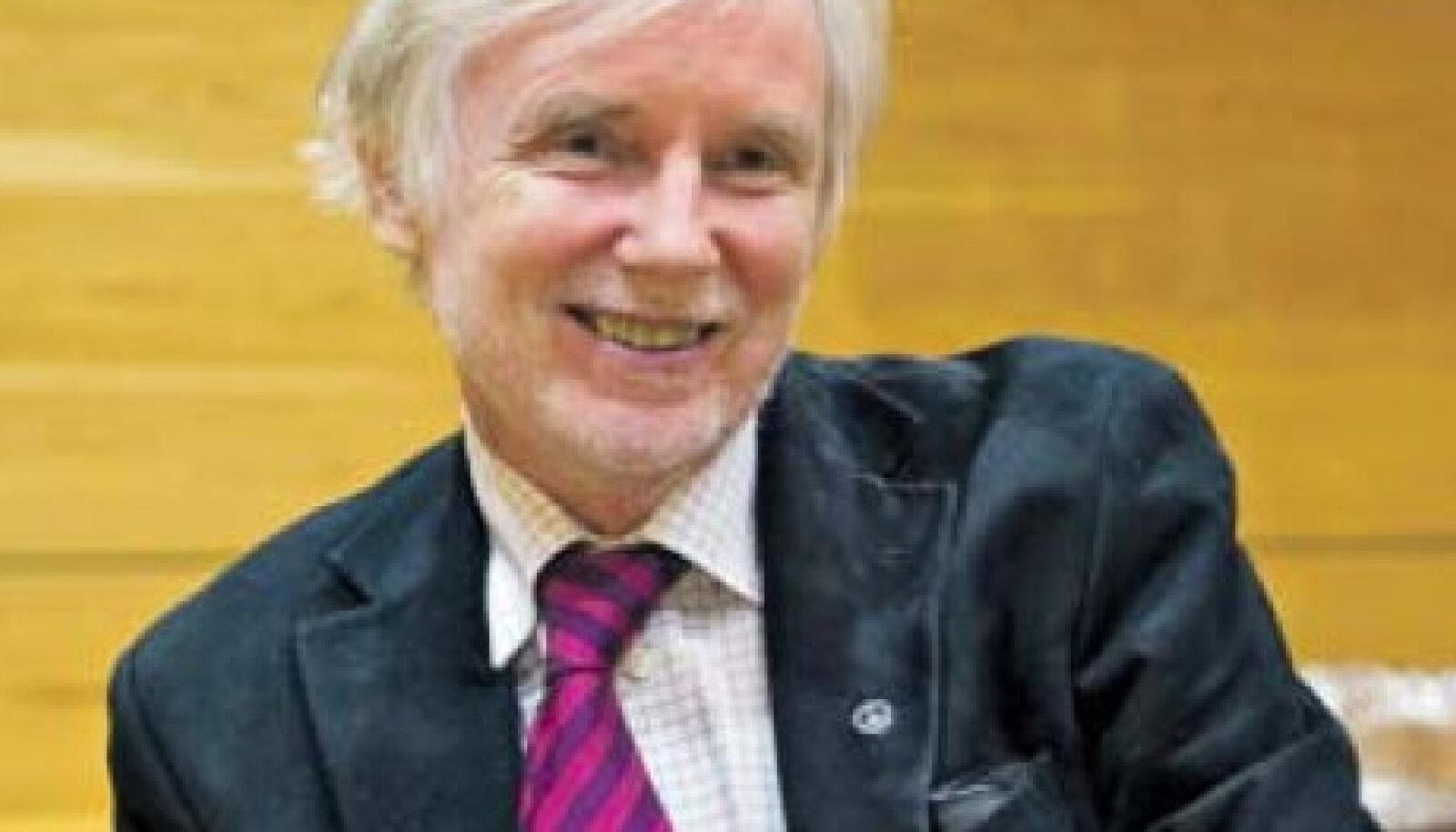 Autor Erkki Tuomioja rahumärgiga kuuerevääril