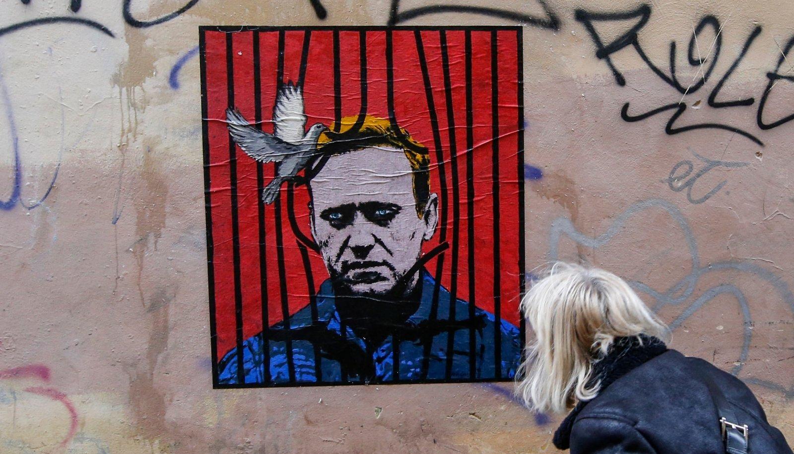 NAVALNÕI KUI SÜMBOL: Rooma südalinna loodud seinamaalingul murrab rahutuvi Navalnõi trellide tagant välja.
