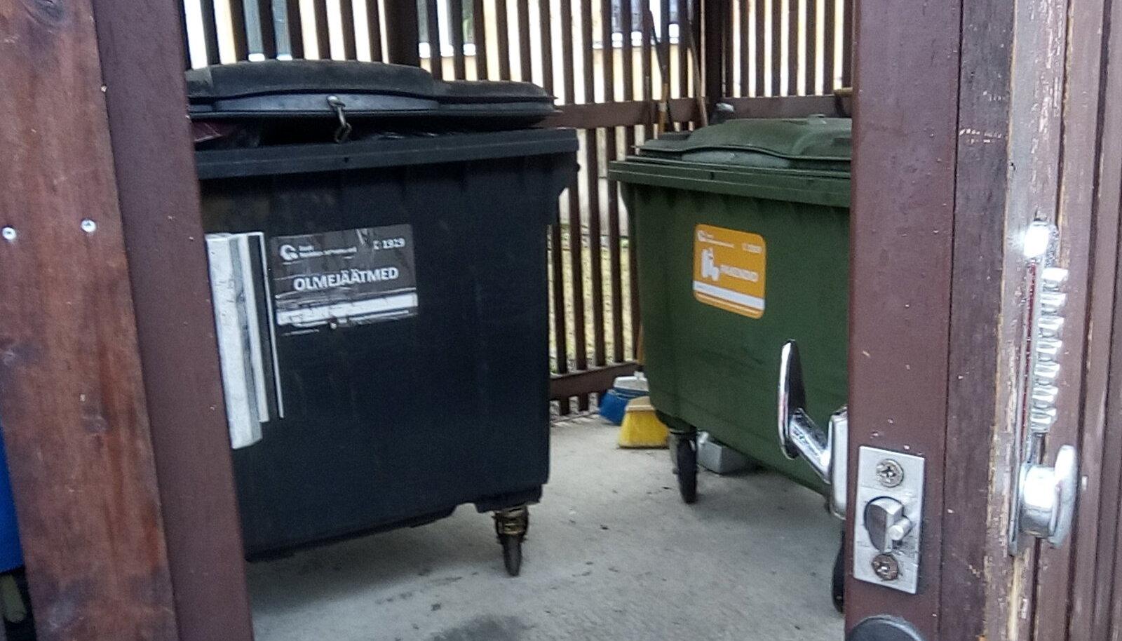 Prügifirmad küsivad konteinerimaja ukse avamise eest sama palju raha kui maksab jäätmete äravedamine.
