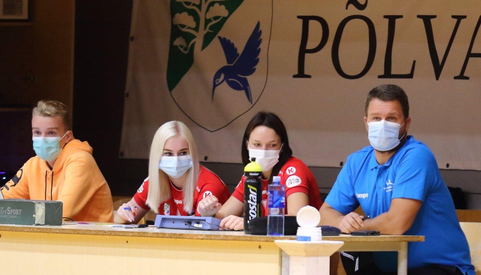 Urmo Sitsi (paremal) tegutseb delegaadina 2011. aastast. Järgmisel nädalal jälgib tema kullipilk EHF European Cup otsustavat finaali Ystads IF – Ateena AEK.