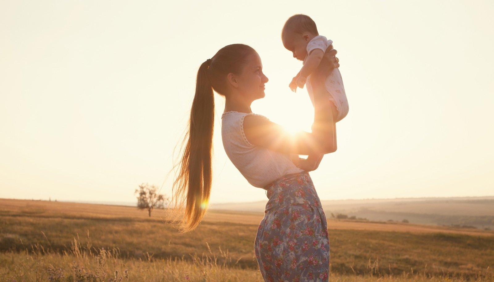 Lapse isa teadmata poisipõnni ilmale toonudAngharadi jääb minevik kummitama kogu eluks.