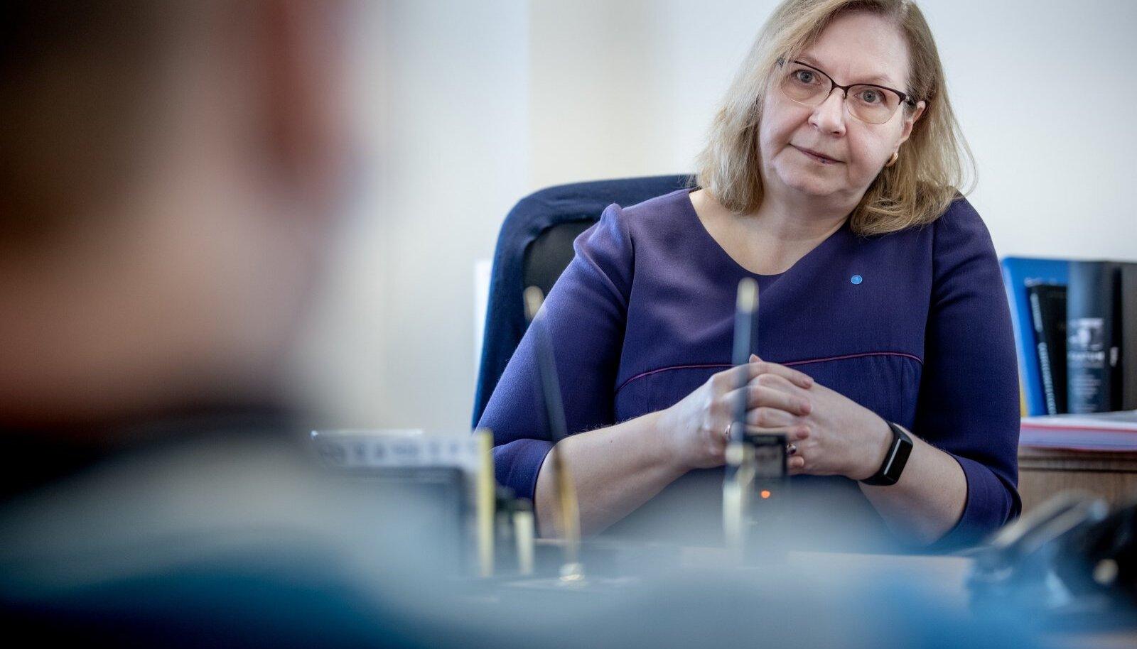 """""""Seksuaalse enesemääramise eapiiri tõstmise juures on mitmeid küsimusi, mis vajavad laiemat arutelu ja spetsialistide arvamust,"""" ütleb Maris Lauri."""