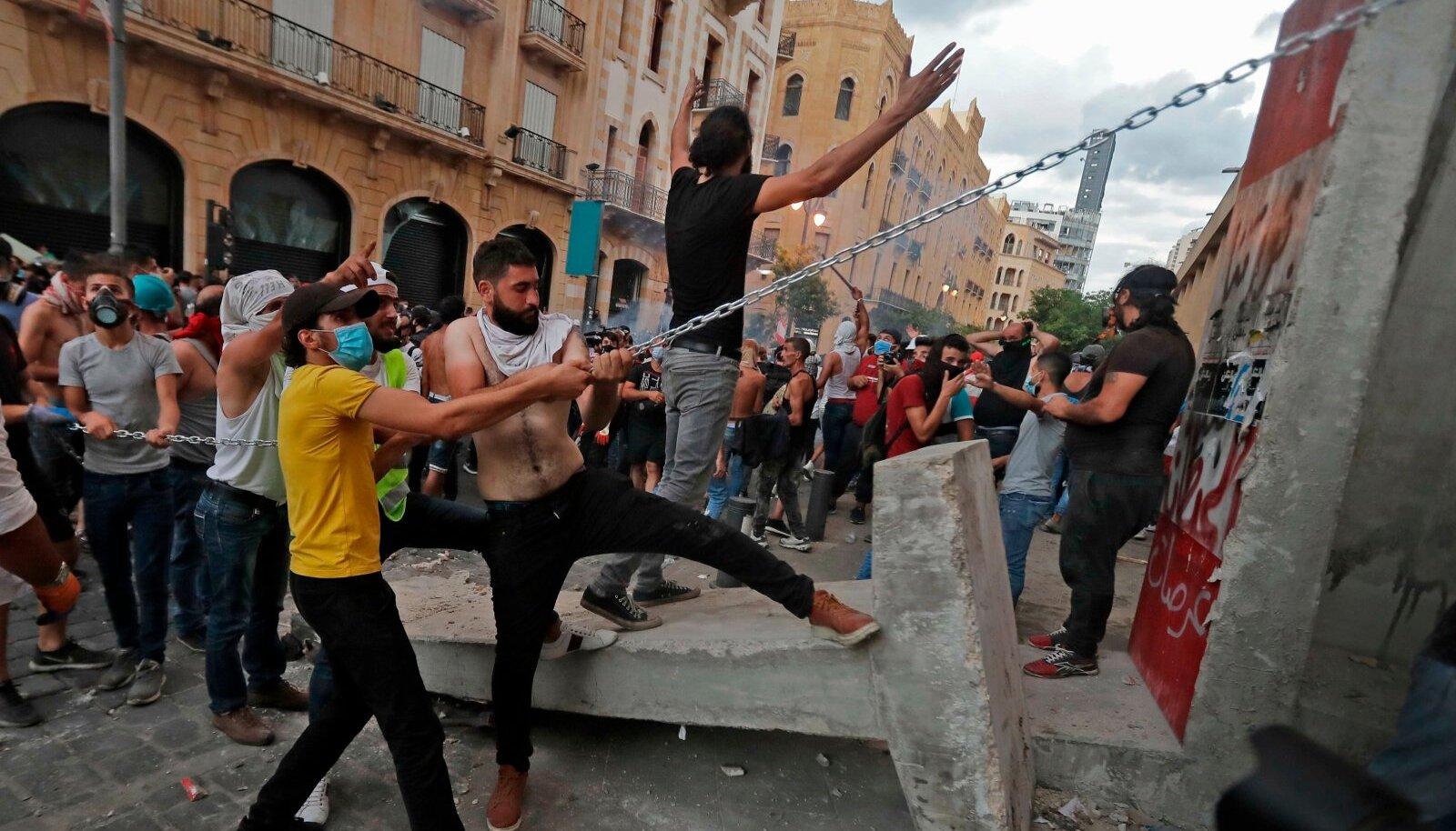 Hävitav plahvatus tõi Liibanonis valitsusvastased meeleavaldused. Nüüd on valitsus teatanud tagasiastumisest.