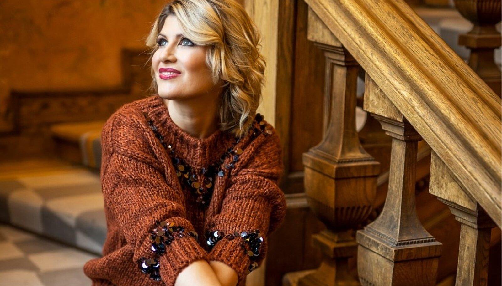 Viktoria Ladõnskaja-Kubits |Stilist: Aulikki Puniste |Riided: Mohito, Reserved, erakogu | Meik ja soeng: Evelin Sulg