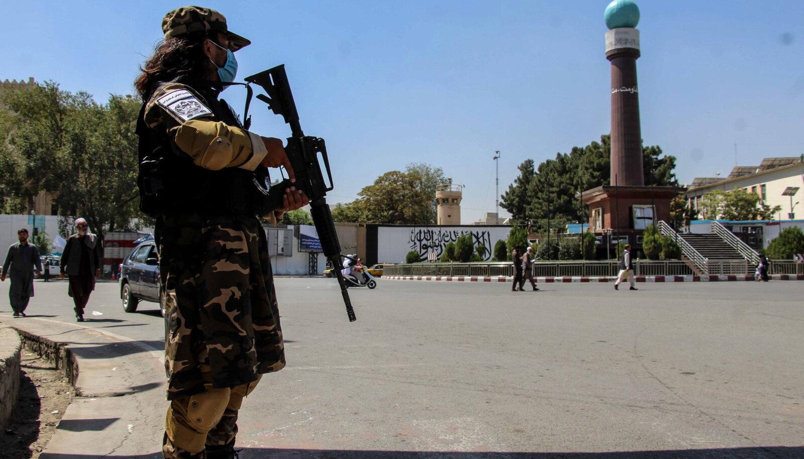 Talibani võitleja eile pealinna Kabuli kontrollpunktis.
