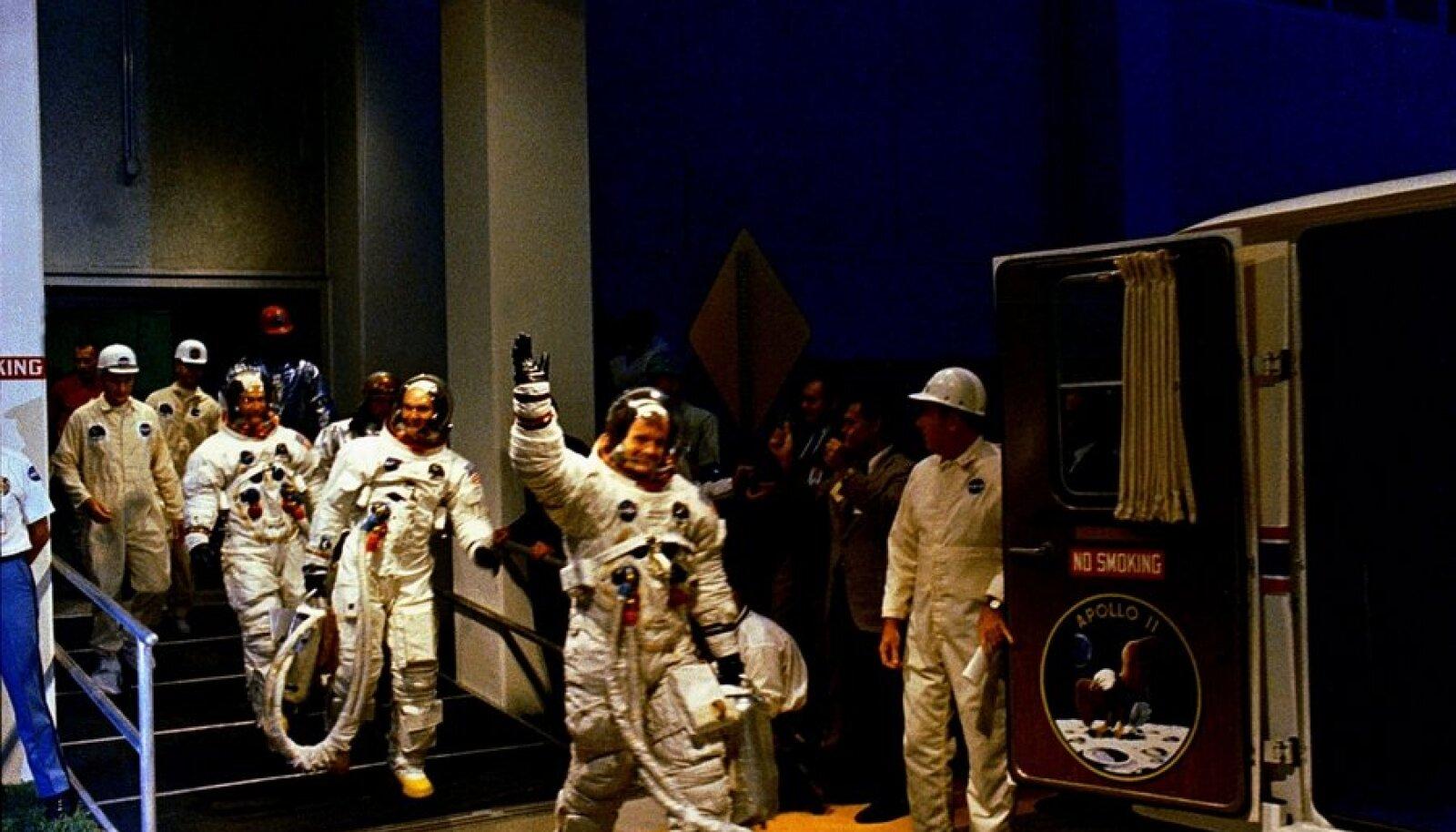 Armstrong meeskonnaga kuumissioonile suundumas