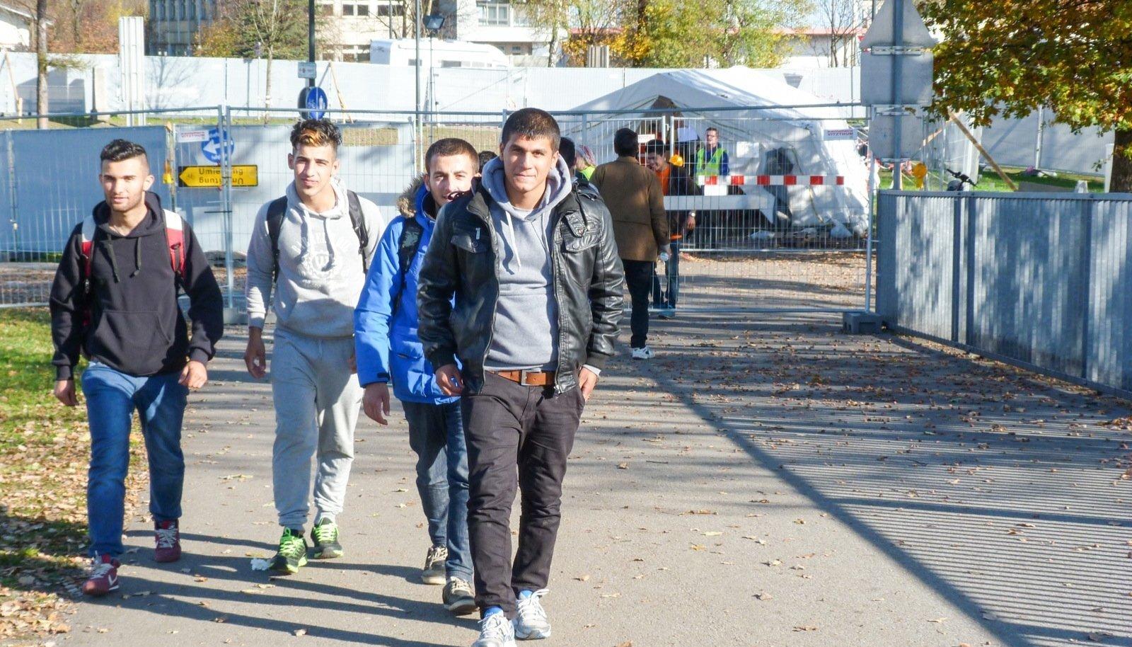 Pagulased Austria-Saksamaa piiril 8. novembril. Ligi kaks kolmandikku eestimaalasi peab oluliseks, et siia saabuvate pagulastega tegeletaks ja neid toetataks.