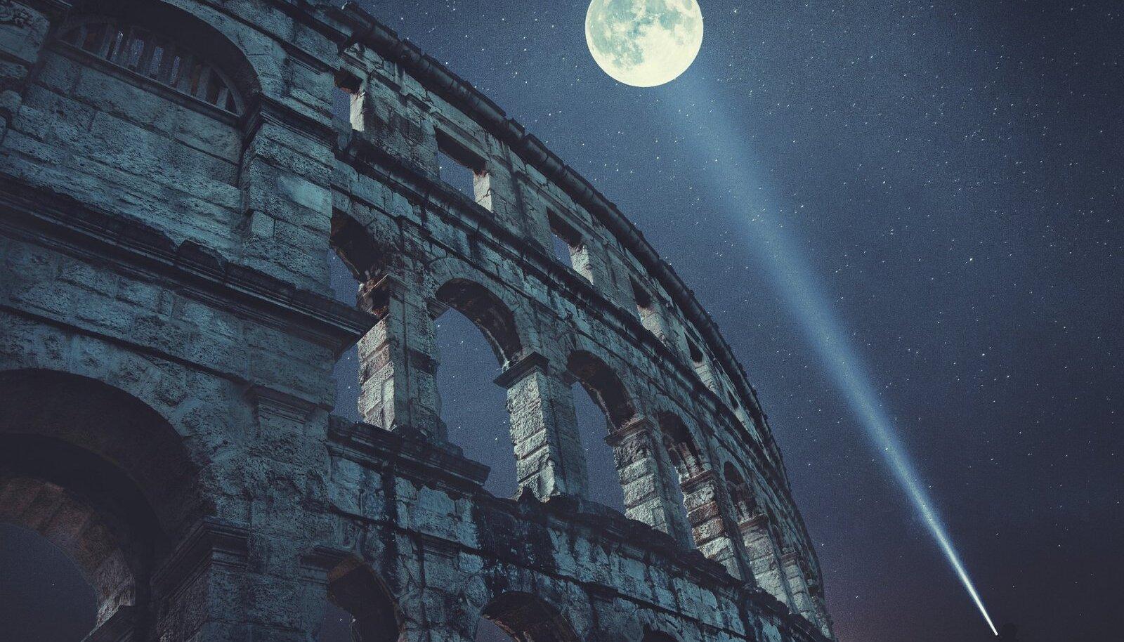 Colosseum kuuvalguses (Foto: Pixabay / enriquelopezgarre)