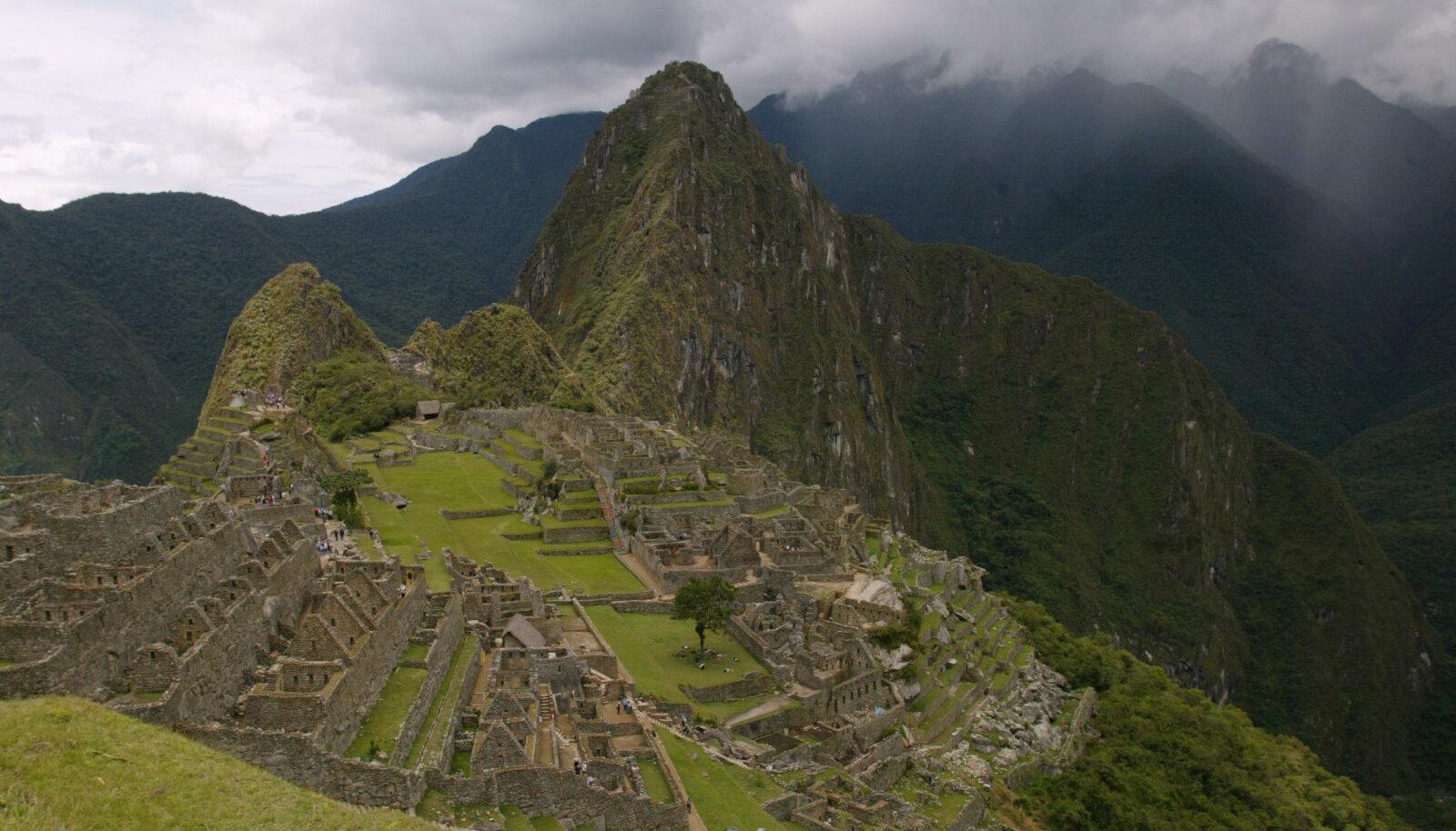 Inkade kultuuri tuntuim mälestis, Andides asuv Machu Picchu.