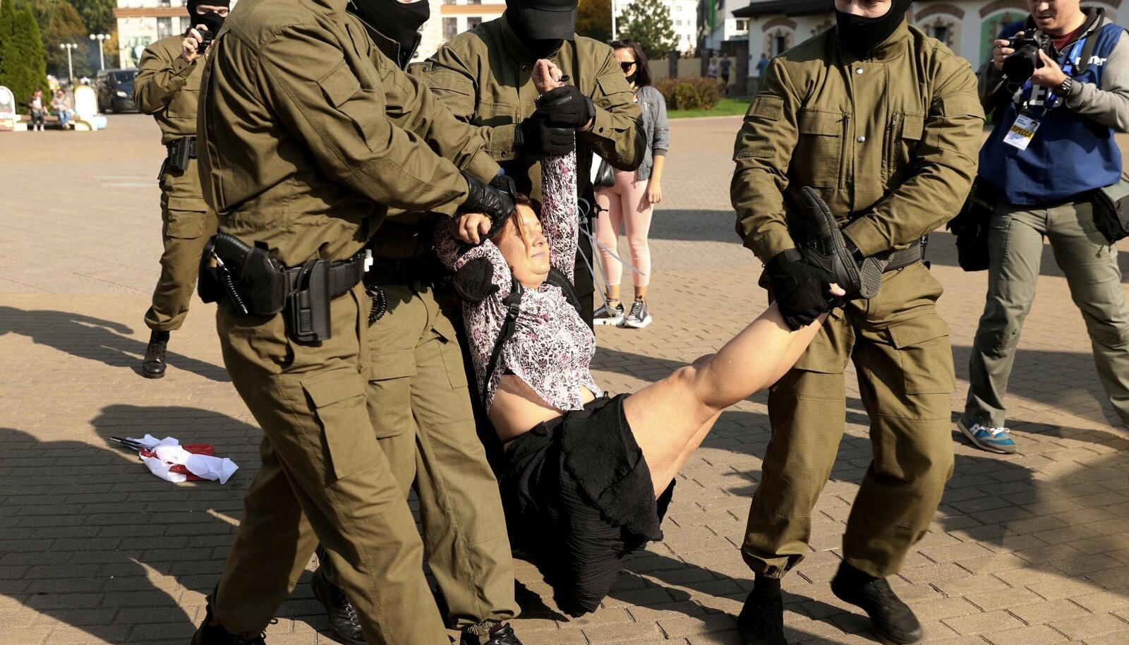 Valgevene võimud on meelt avaldanud naisi kohelnud sama jõhkralt nagu mehi.