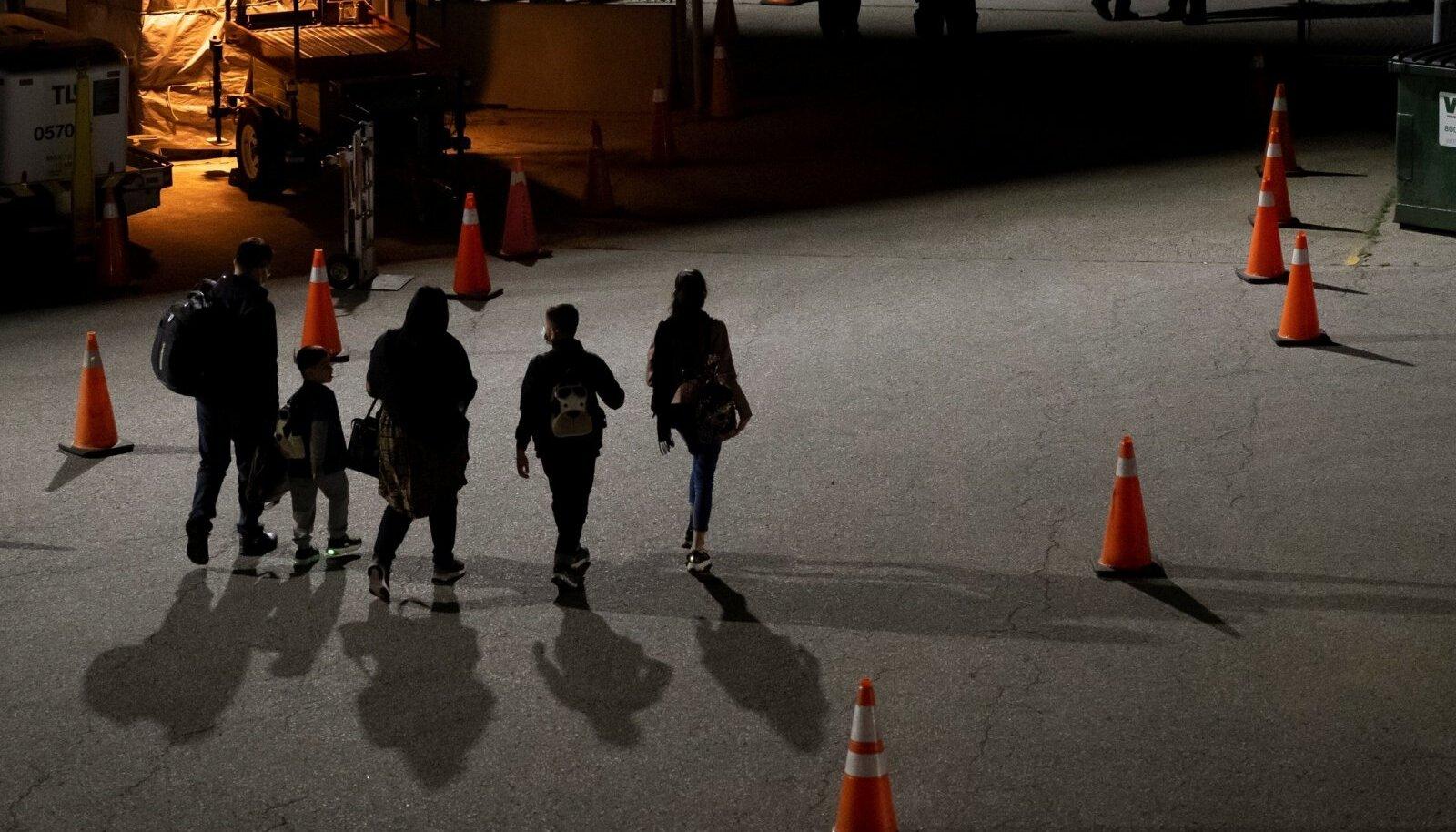 Kanada evakueeris juba möödunud nädala keskel neid Afganistanis aidanud inimesi. Pildil ära toodud afgaanid Toronto lennuväljal