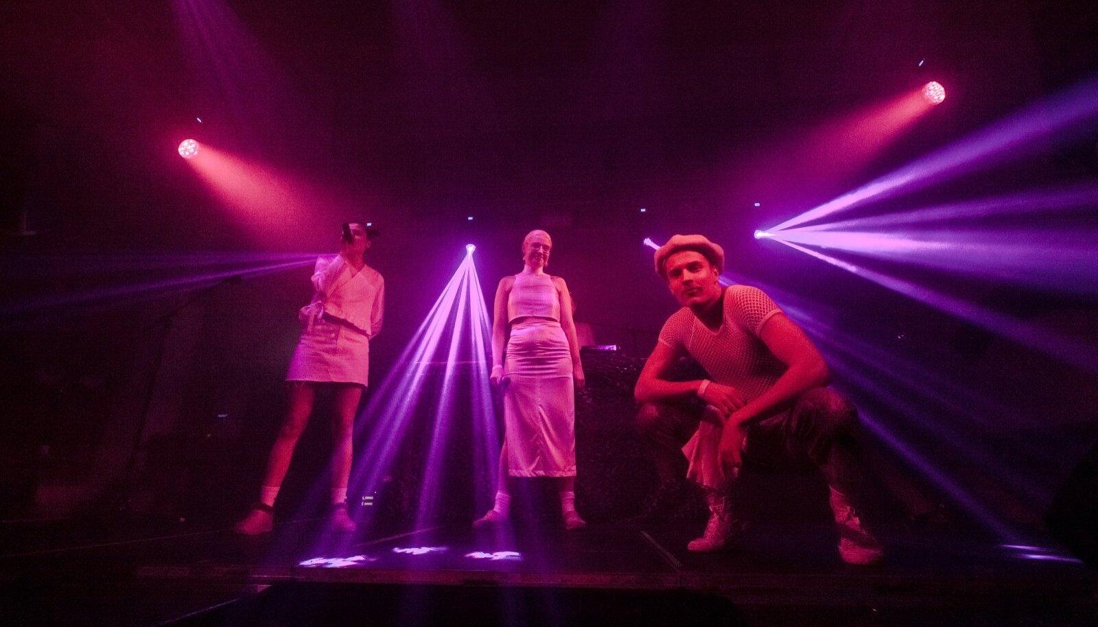 SENI AINUS LIVE: Nancy Nakamura Räpipunt 2020. aasta novembris Tallinnas NU Performance Festivalil.