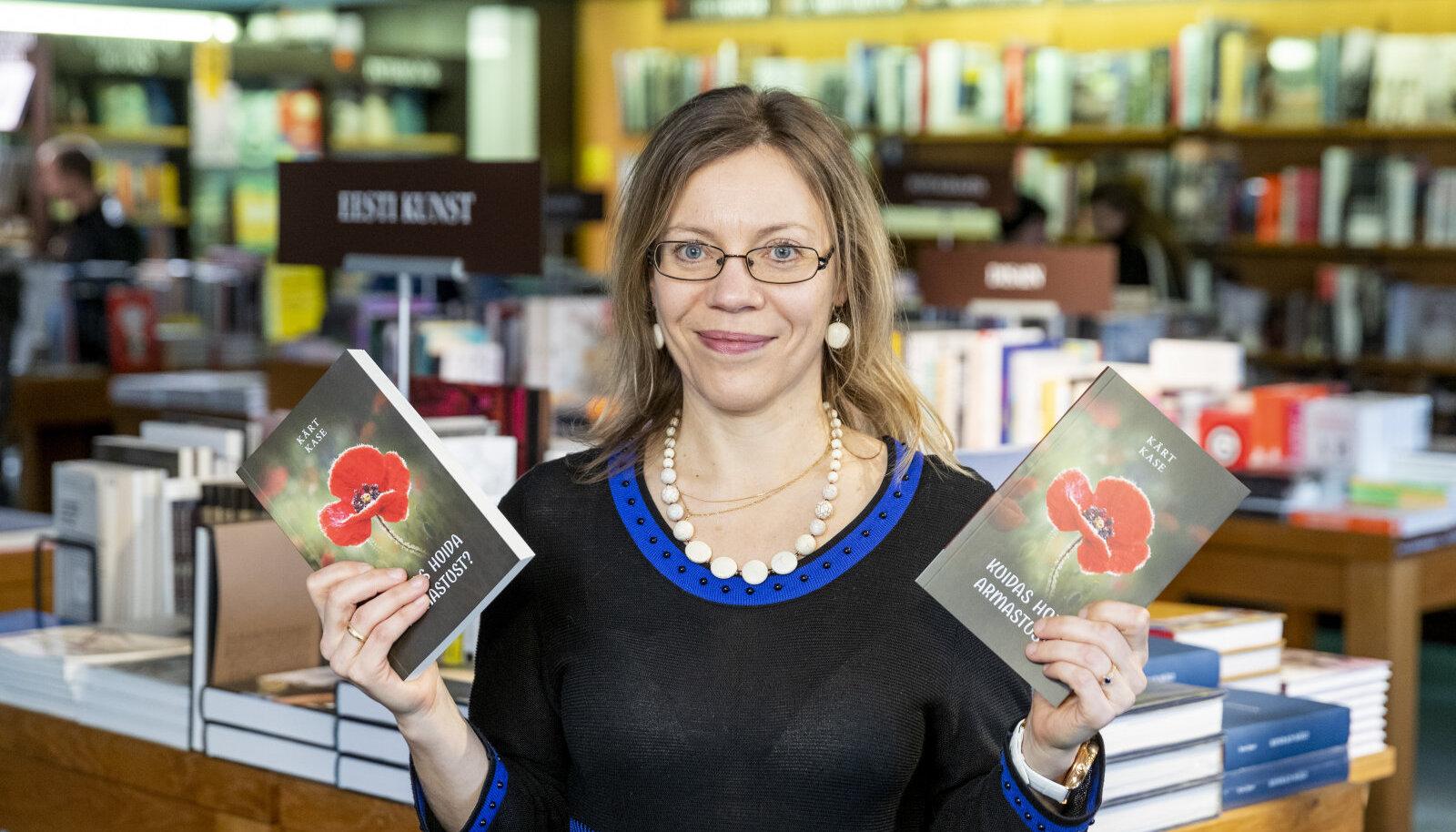 """Kärt Kase oma äsja ilmunud raamatuga """"Kuidas hoida armastust?"""""""