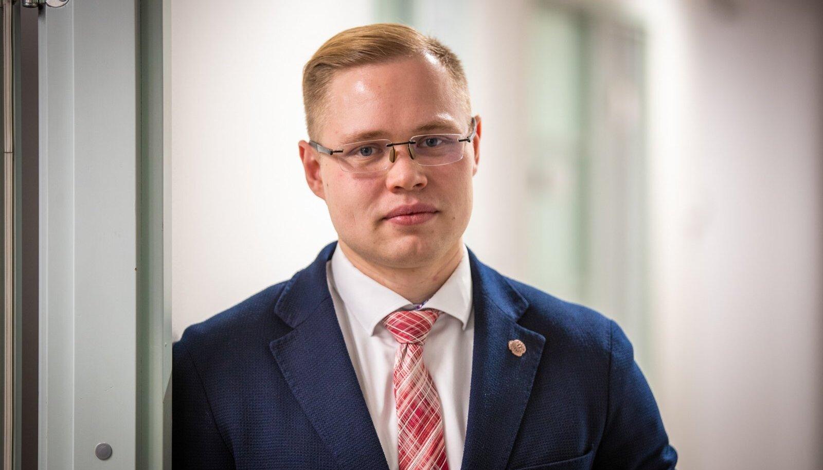 MA TEGIN KOHTUAJALUGU! Vandeadvokaat Silver Reinsaar on Eesti kohtumajades juba aastaid tuttav nägu. Riigikohtu otsus sideandmete keelamisest kriminaalasjades kasvatab tema tuntust veelgi.