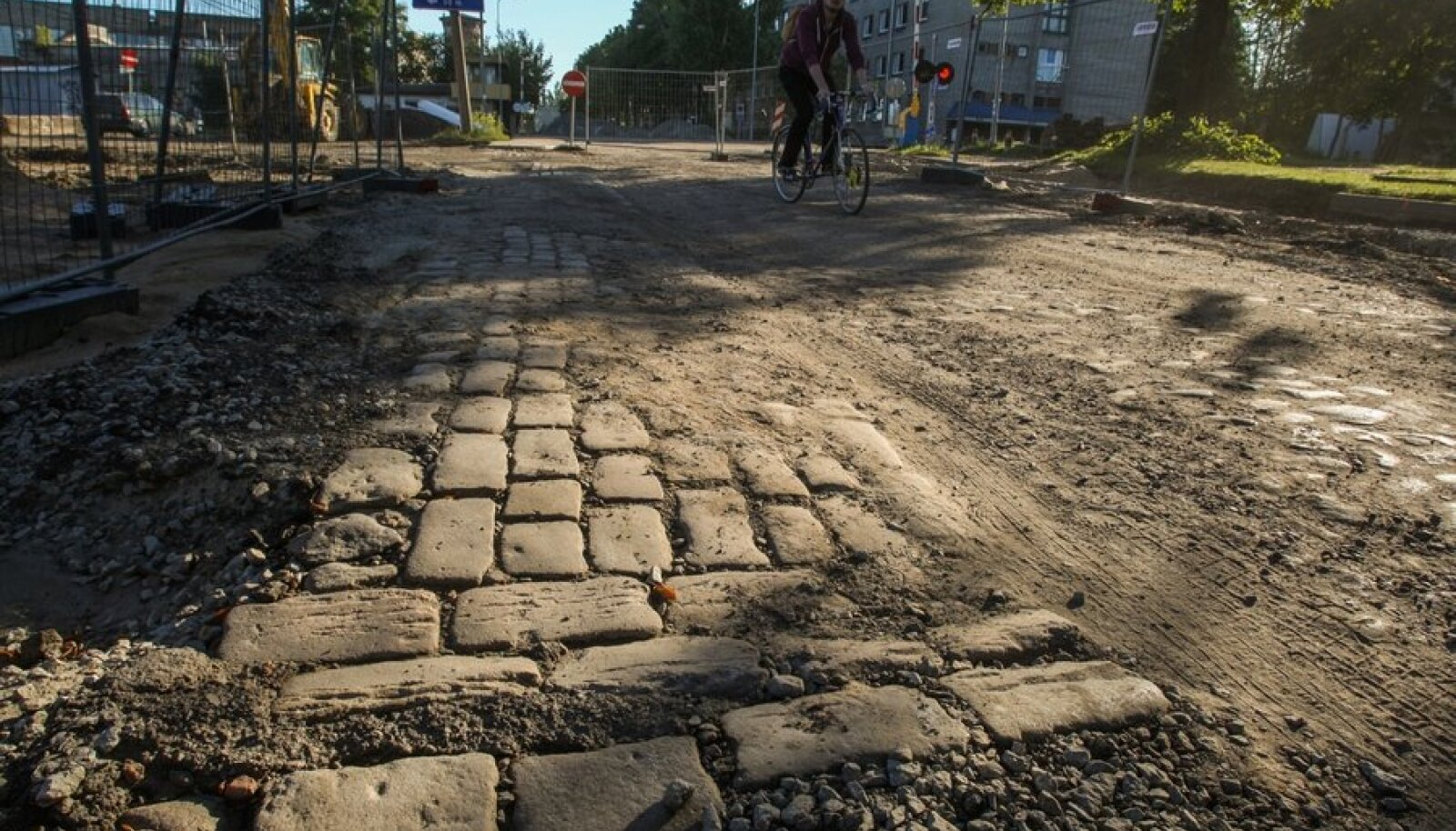 Telliskivi tänava remont ja selle alt välja tulnud vana sillutis