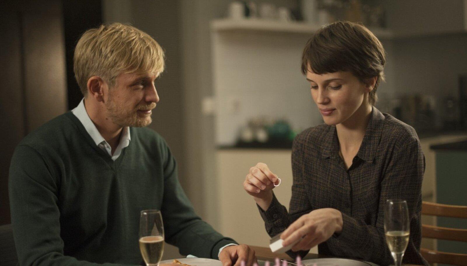Paul/Louis (Jérémie Renier) ja Chloé (Marine Vacth), kõike muud kui tavalised armastajad
