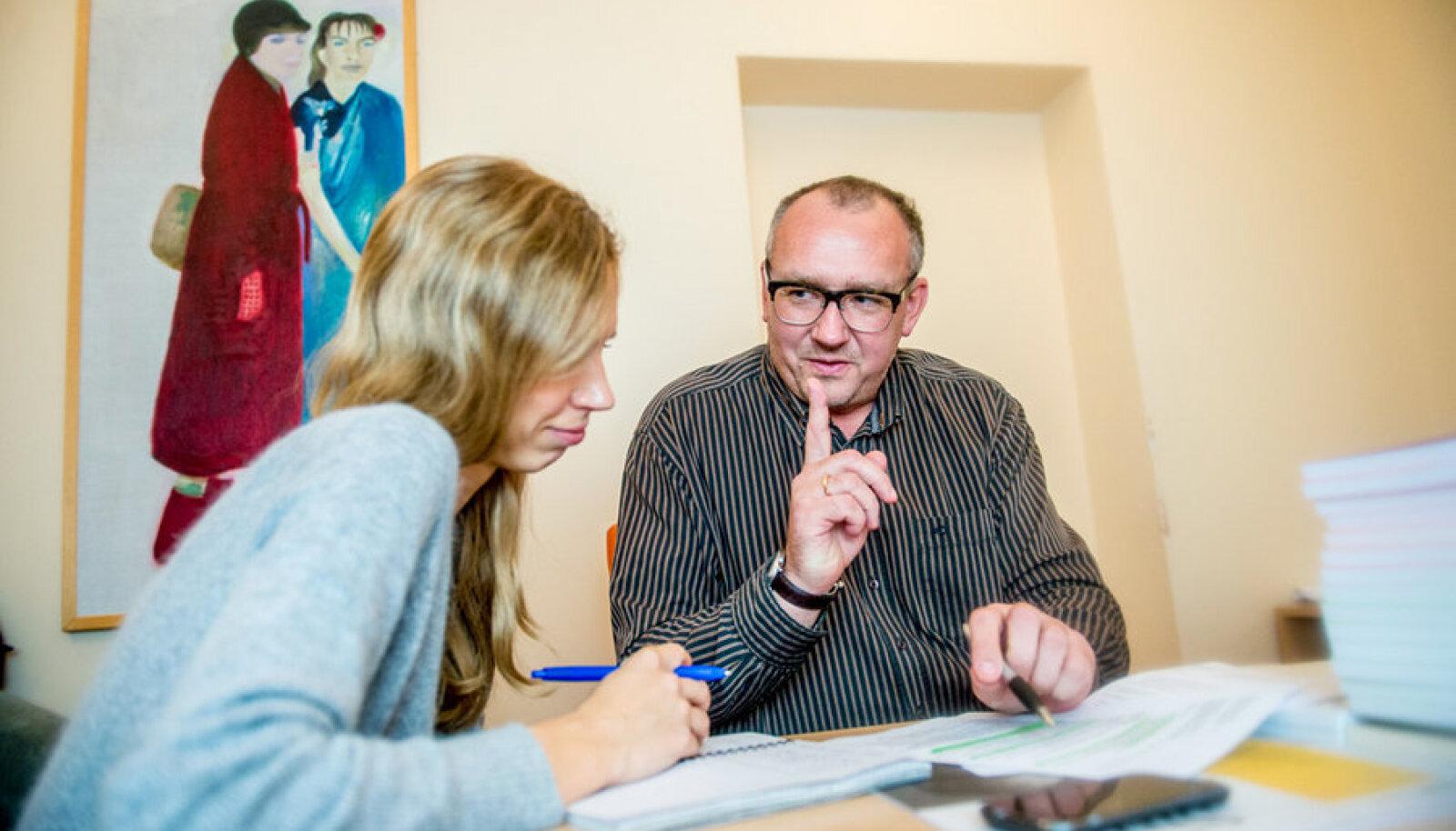 SA Kultuurileht juhatuse esimees Toomas Väljataga kinnitab Kadri Ibrusele antud intervjuus, et Rein Lang oli juba enne  8. novembri kohtumist kursis sellega, mida Kaur Kender kavatses Sirbis teha.
