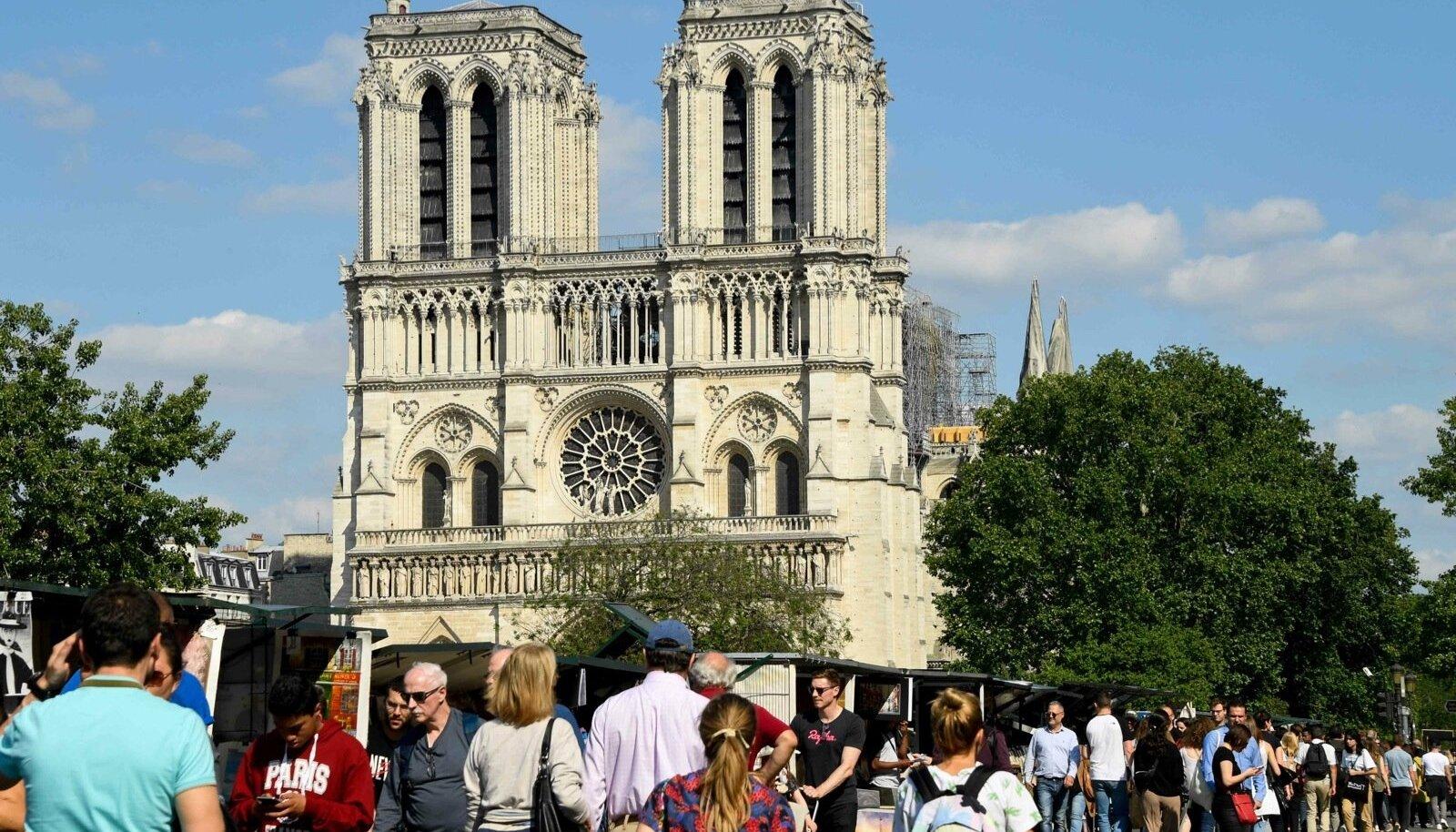 Jumalaema kirik Pariisis 15. aprilli põlengu järel