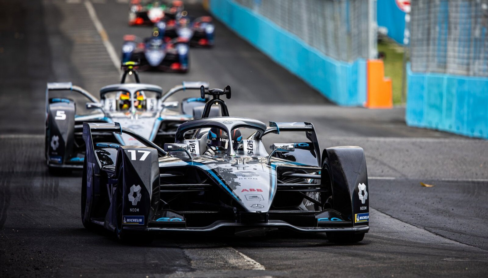 Elektrivormel võib küll kena välja näha, kuid publikut Formula E võidusõidud ei huvita.
