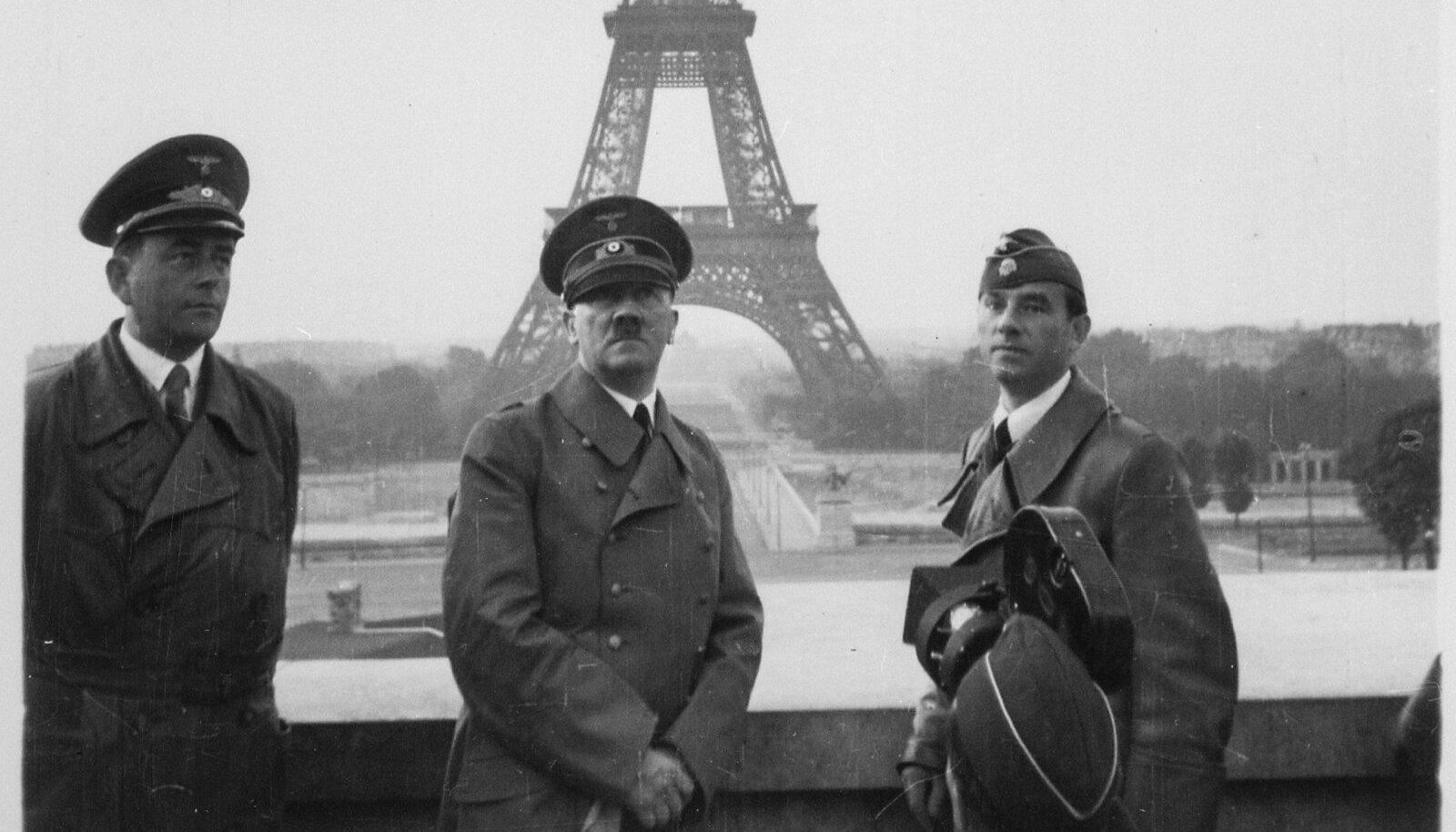 Albert Speer (vasakul) ja Arno Breker (paremal) Adolf Hitleriga 1940. aastal