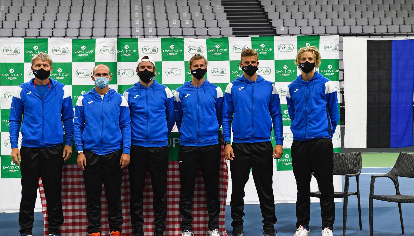 Eesti tennisemeeskond Šveitsis: vasakult kapten Ekke Tiidemann, Mattias Siimar, Vladimir Ivanov, Siim Troost, Daniil Glinka ja Mark Lajal.