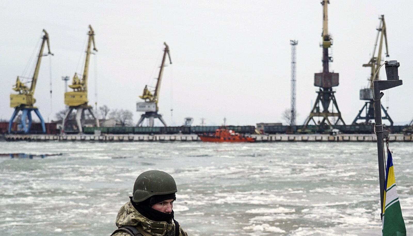Ukraina sõdur Mariupoli sadamas