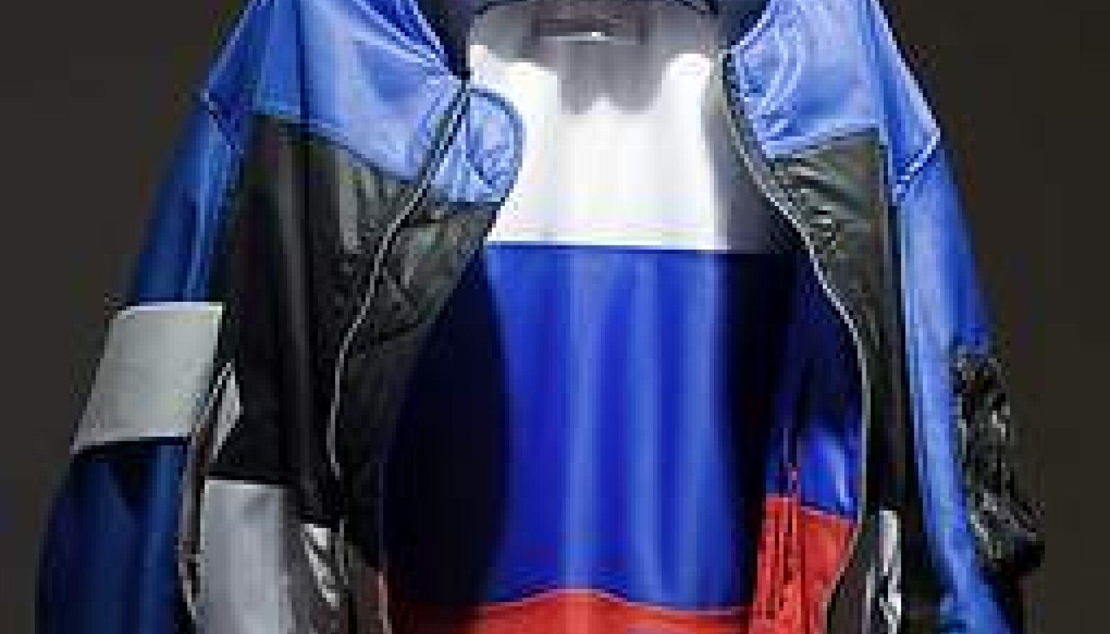 """ÄRGEM UNUSTAGEM: Putini-Medvedevi Venemaa ei ole kommunistlik, vaid läbinisti kapitalistlik ja rahvuslik totaalriik. Fotol Soome kunstnik John Philip Mäkineni pronksiööst inspireeritud teos """"Children of the Revolution"""" (2007). Reimo Võsa-Tangsoo"""