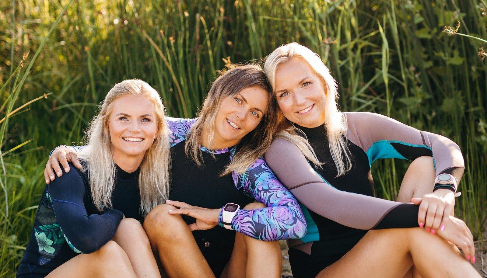 Algajate surfarite koolitajad Triin, Kristiin ja Anne-Mai naudivad sel aastal eriti sooja surfisuve.