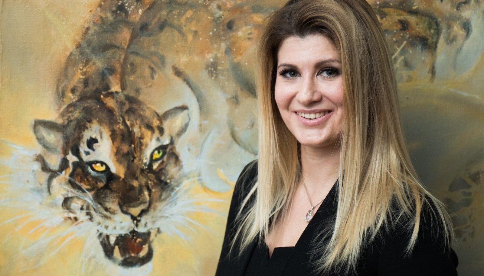 Viktoria on tähtkujult Vähk, aga tunneb end aeg-ajalt rohkem Lõvina. Riigikogu koridori seinal rippuva leopardi iseloomuga võib tal olla samuti ühiseid jooni.
