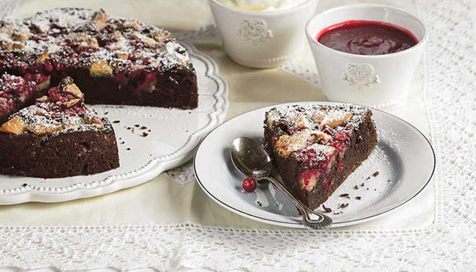 Šokolaadikook marjade ja martsipaniga