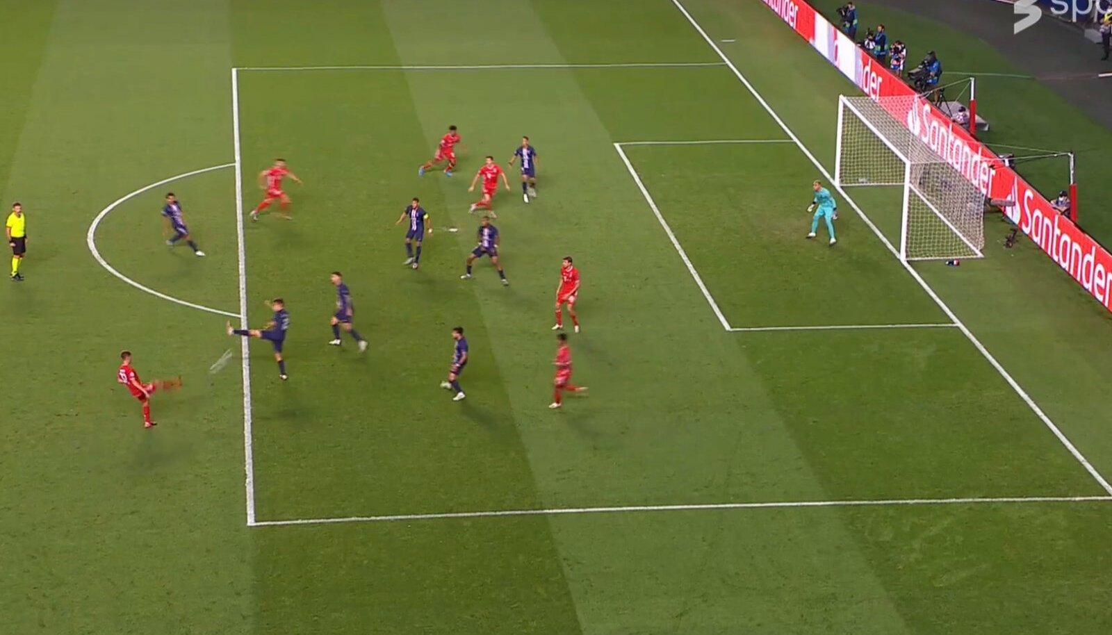 Hetk, kui anti otsustav tsenderdus: Bayernil on kastis viis ründavat mängijat, PSG-l kuus väljakumängijat, kelle positsioon ründajate takistamisel on halb.