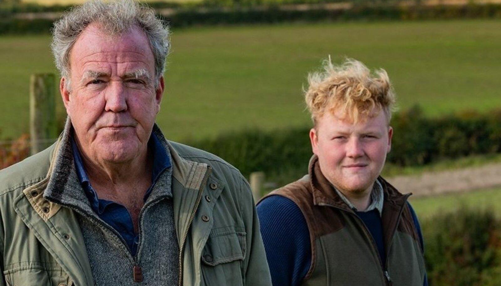 DIDDLY SQUATi FARMI RAHVAS: Telestaar Jeremy Clarkson ja tema farmisarja tõeline staar, noor põllumees Kaleb Cooper, kelle eeskujul tahavad sajad noored nüüd ka ise põllumeheks saada.