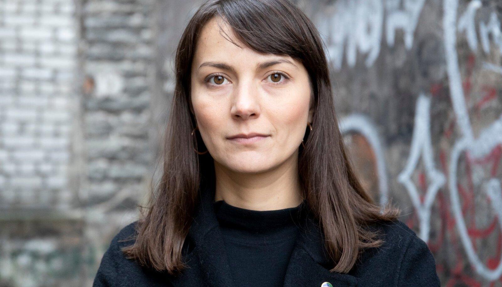 Roheliste juht Zuzu Izmailova.