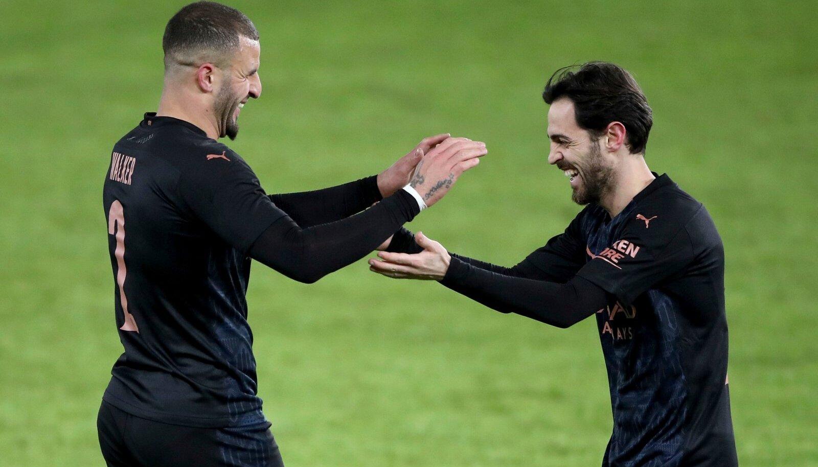 Manchester City võitis taas. Kayle Walker ja Bernardo Silva väravat tähistamas.