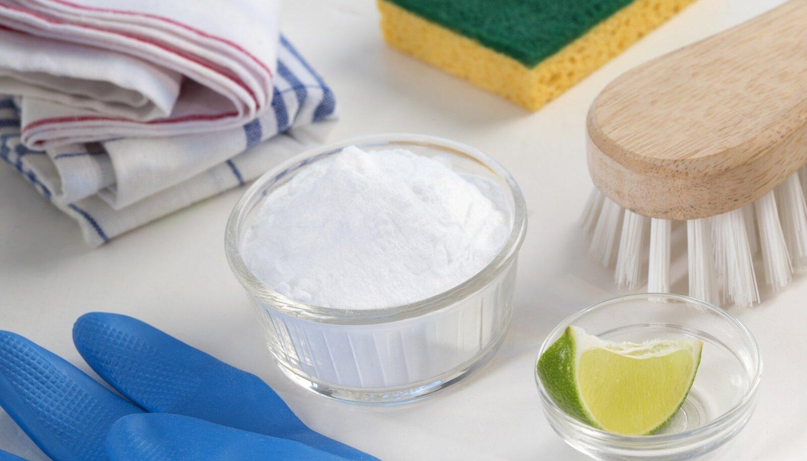 Sooda, sidrunimahl ja äädikas on koduses majapidamises asendamatud vahendid.