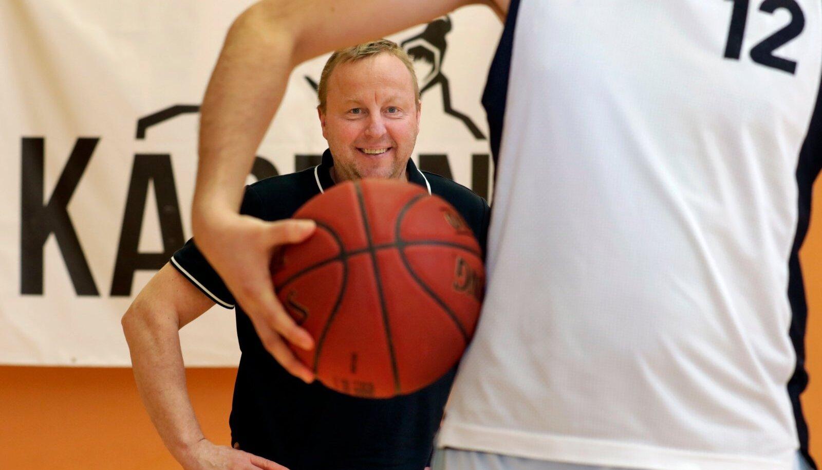 Kadrina Karud,  peatreener Aivar Kuusmaa, Kadrina spordihoone
