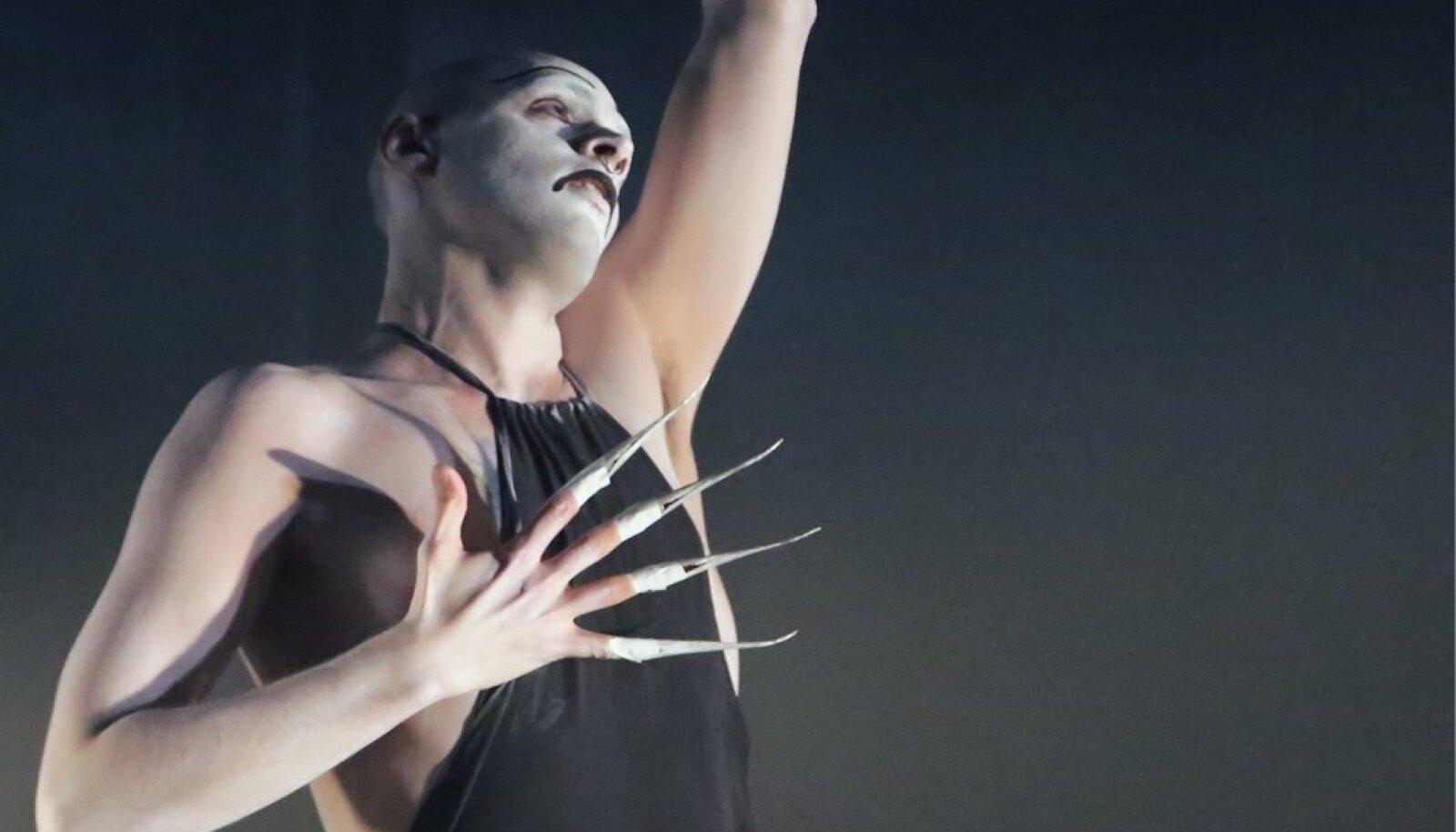 """RENE KÖSTERI """"TZION"""": Rene Köster mõjus oma esimeses soololavastuses selgelt, intensiivselt, kommunikatiivselt ja veenvalt."""